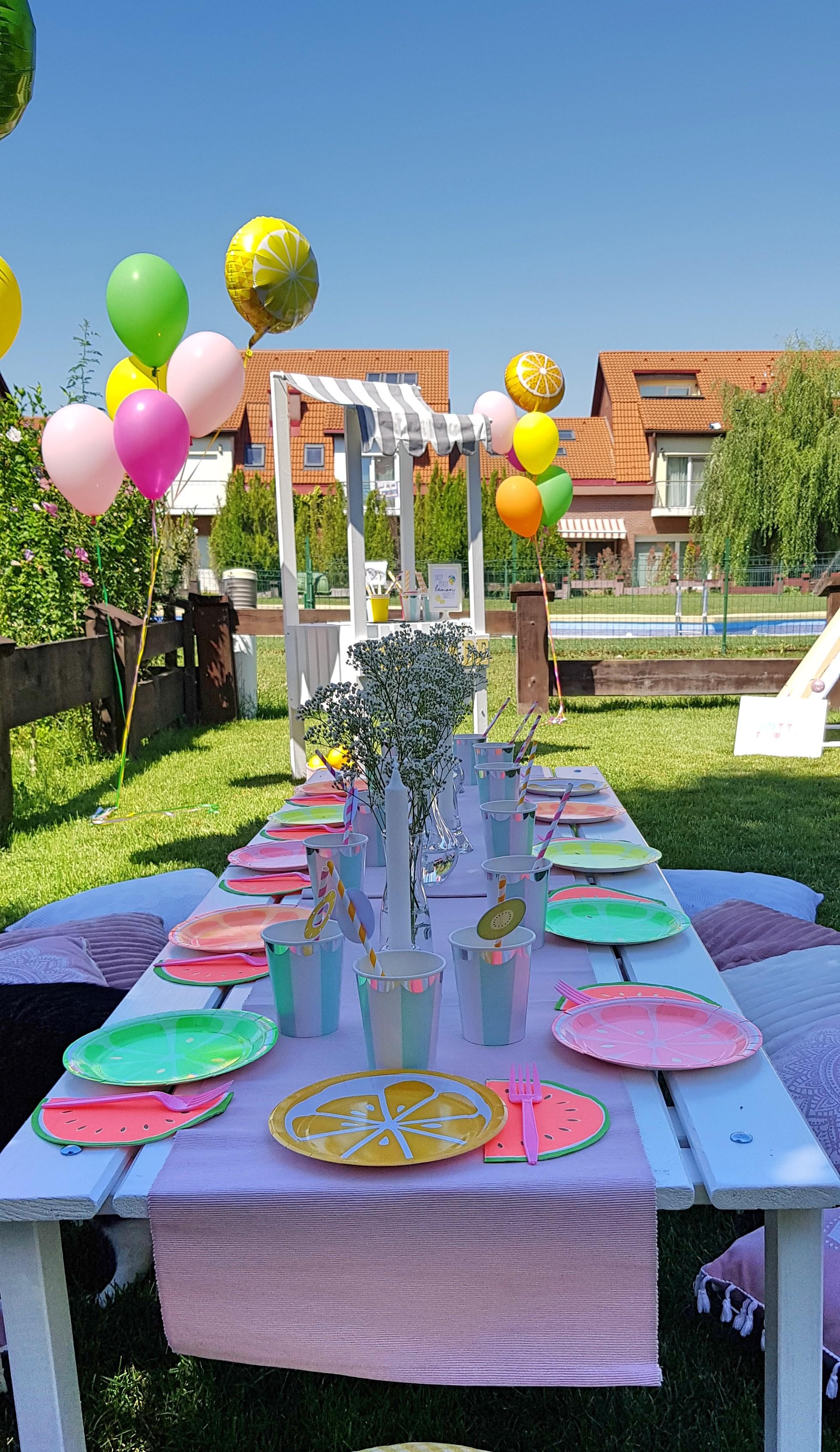 Vasylina's Tutti Frutti Party